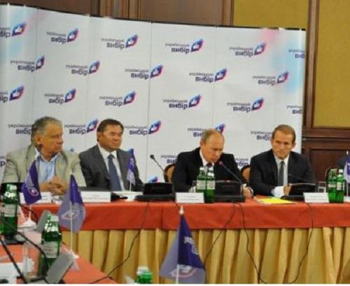 Зліва направо: Геєць, Глазьєв, Путін, Медведчук